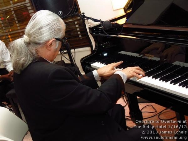 Mike Gerber playing piano